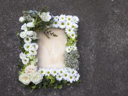 Květinový rám bílý